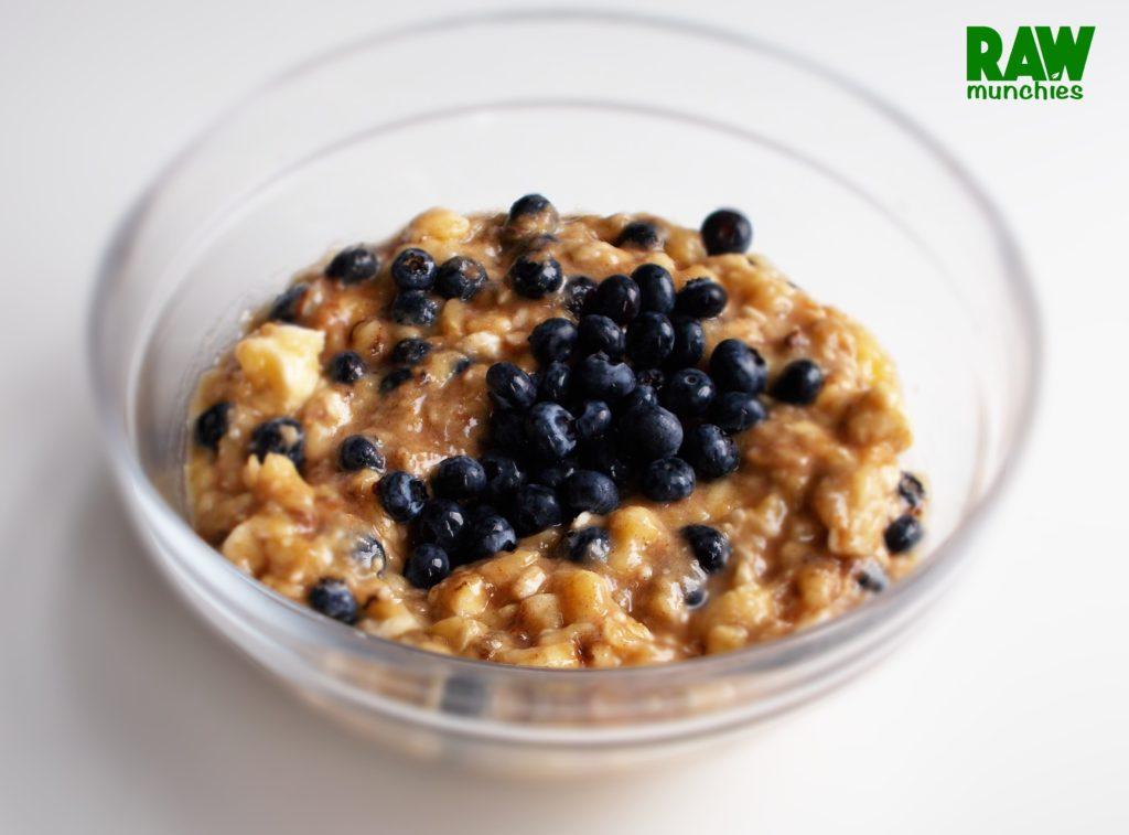 Raw Vegan Blueberry Banana Porridge | Rawmunchies.org Recipe: http://rawmunchies.org/recipes/banana-blueberry-porridge/ #Raw #Vegan #RECIPE #rawvegan #glutenfree #porridge #rawveganporridge #veganporridge #rawvegandesserts #breakfast #vegandesserts #veganbreakfast #youtube #youtuberecipe #youtuber #youtubevideo