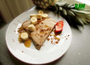 Raw Vegan French Crepe (Crêpe Suzette) | Rawmunchies.org #RECIPE HERE: http://www.rawmunchies.org/recipes #Raw #vegan #rawvegan #glutenfree #crepe #crêpe #rawvegandessert #vegandessert #bananacrepes #rawvegancrepes #vegancrepes
