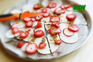 Raw Vegan Fruit Pizza | Rawmunchies.org #RECIPE HERE: http://www.rawmunchies.org/recipes #Raw #vegan #rawvegan #glutenfree #rawveganpizza #glutenfreepizza #fruitpizza