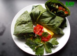 Raw Vegan Garden Salad and Coconut Chicken Roll | Rawmunchies.org #RECIPE HERE: http://www.rawmunchies.org/recipes #Raw #vegan #rawvegan #glutenfree #lettucerolls #lettucewraps #veganchicken #veganmeat #veganwraps #saladwrap