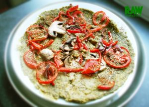 Raw Vegan Zucchini Crust Pizza | Rawmunchies.org #RECIPE HERE: http://www.rawmunchies.org/recipes #Raw #vegan #rawvegan #rawveganpizza #pizza #zucchinipizza #veganpizza #glutenfreepizza