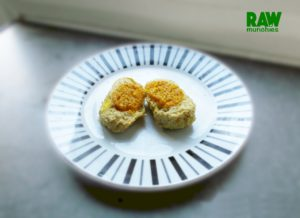 Raw Vegan Egg| Rawmunchies.org #RECIPE HERE: http://www.rawmunchies.org/recipes #Raw #vegan #rawvegan #glutenfree #egg #eggrecipes #rawveganegg #califlower #veganegg