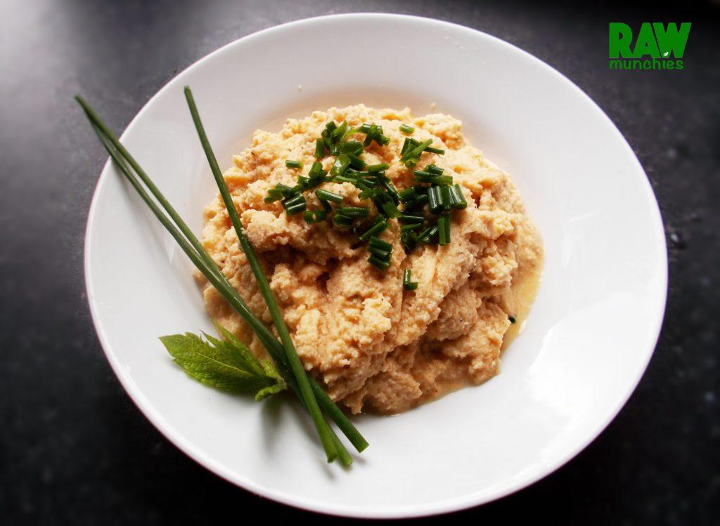 Raw Vegan Cauliflower Mashed Potatoes | Rawmunchies.org #RECIPE HERE: http://www.rawmunchies.org/recipes #Raw #vegan #rawvegan #glutenfree #califlowermashedpotatoes