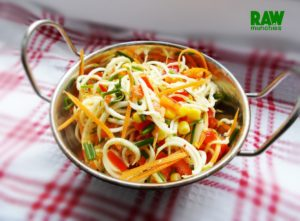 Raw Vegan Pasta Salad | Rawmunchies.org #RECIPE HERE: http://www.rawmunchies.org/recipes #Raw #vegan #rawvegan #glutenfree #rawvegannoodles #noodles #pastasalad #rawvegansalads #salads