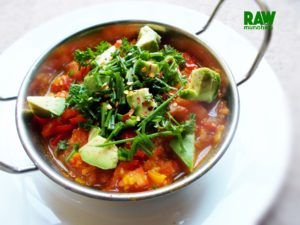 Raw Vegan Tomato Stew | Rawmunchies.org #RECIPE HERE: http://www.rawmunchies.org/recipes #Raw #vegan #rawvegan #stew #tomatostew #tomatosoup #avocado